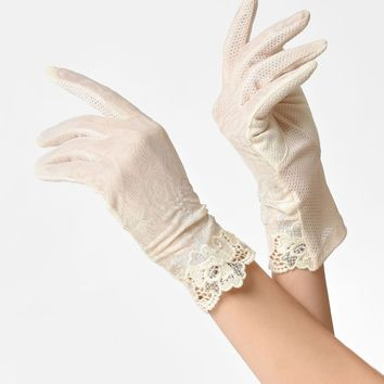 Unique Vintage Cream Lace & Silver Embroidery Wrist Gloves