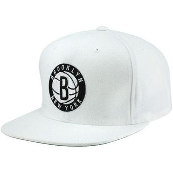 ONETOW Mitchell & Ness Men's Brooklyn Nets Solid Snapback Cap One Size White 2017