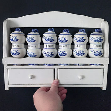 Vintage Delft Blue Onion Spice Rack with 6 Ceramic Spice Shakers, Jars / Blue and White Kitchen Decor / Floral Details
