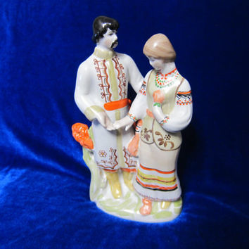 c03f8e6b02d808 VINTAGE Porcelain Figurine Soviet Russian Girl and boy love Polo