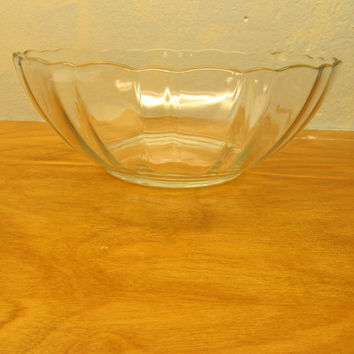 VINTAGE ARCOROC GLASS SERVING BOWL FROM FRANCE