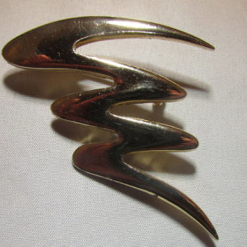 Zig Zag With The 1970's In This Gold Tone Avon Brooch/Pin