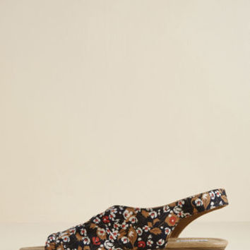 Slingback Me Up Sandal in Navy Floral