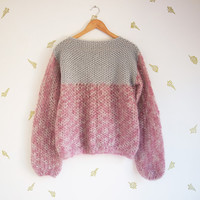 vintage 90s loose knit sweater / oversized top / grey + muted pink / grunge
