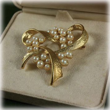 Vintage Designer Signed Richelieu Faux Pearl and Gold Tone Brooch With Original Box Heart