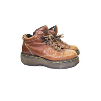 sz mens 6 Dr Martens Brown Leather Lace Up Ankle Boots / chunky platform hiking boots / 1990s 90s rustic grunge outdoors / 9365