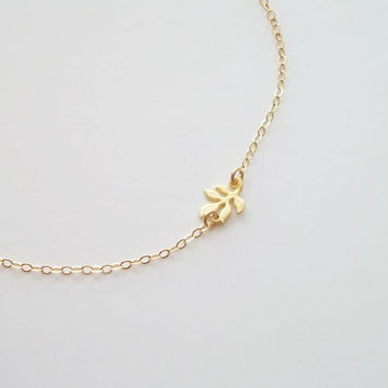 Tiny leaf necklace, sideways leaf, dainty gold necklace, small, tiny, little necklace, leaf necklace, dainty necklace by viartvi