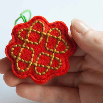 Valentine felt decoration, love knot ornament, Valentine gift tag, Valentine gift idea, embroidered celtic love knot