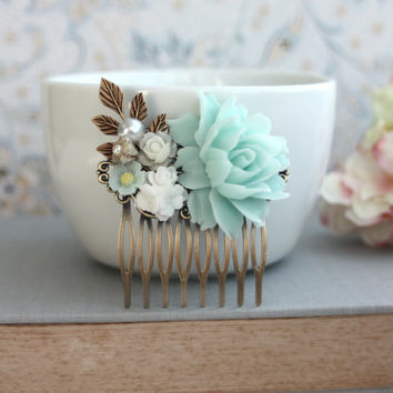 Soft Mint Green, White, Ivory, Pearl, Brass Leaf, Flower Wedding Hair Comb. Bridesmaids Gift Comb, Woodland Country Nature. Mint Wedding