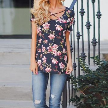 Beautiful Print Scoop Neck Short Sleeve T-shirt