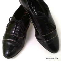 Vintage Black Leather Oxford Shoes. Flat lace up with Crocodile and Lizard embossed leather from 1980. 7 M made in Spain