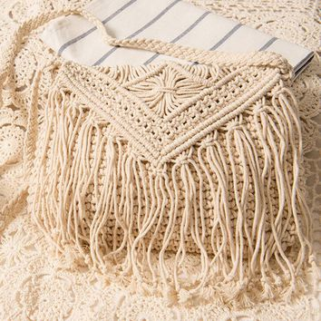 New Fashion Bohemian Tassel Beach Bag Women Crochet Fringed Crossbody Bag Ultralight Shoulder Bag Hollow Out Bolsos Feminina