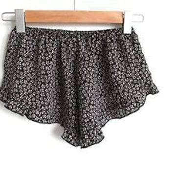 NWT Brandy Melville Vodi Ruffle Shorts - Small Floral