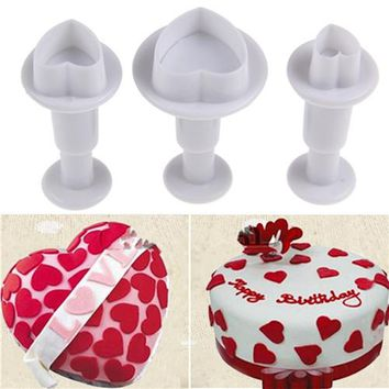 3pcs/Set Fondant Gum Paste Cupcake Toppers Mold Love Heart Shape Cookie Plunger Cutter Biscuit Christmas Cake Decorating Tool