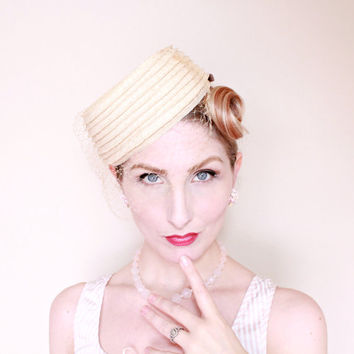 1950s Hat / VINTAGE / 50s Hat / Pillbox / Cream / Blusher Veil / CUTE