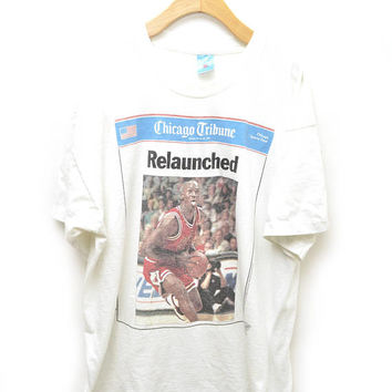 90s Michael Jordan Chicago Bulls NBA T-Shirt Tribune Newspaper 1995 Relaunched Air