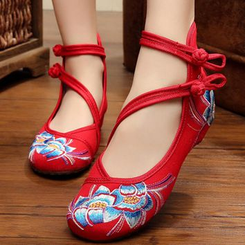 Chinese New Year Spring Double Strap Buttons Round Toe Canvas Wedges Shoe Floral Embroidered Casual Dancing Shoe Cotton Fabric