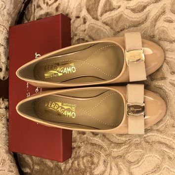 Ferragamo Ferragamo flat shoes in high heels ribbon bow patent leather cowhide shallow mouth round head shoes Heel height 0.6cm