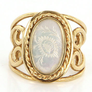Vintage 14 Karat Yellow Gold Mother Of Pearl Etched Floral Cocktail Ring Estate Jewelry Flower