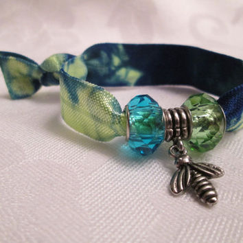 Blue Green tie dye fold over elastic, Bee charm pendant, Insect bead, Spring bracelet, Bumble bee, Gift for nature lover, I love bees