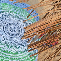 GREEN BEAUTIFUL OMBRE TAPESTRY BEACH BLANKET!!
