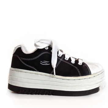 90's Mega Platform Sketchers Suede Black and White Sneakers 6.5 - 7