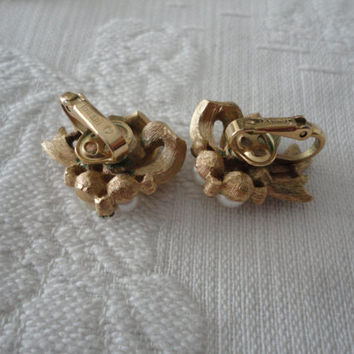 Trifari Gold Tone Textured Ribbon Bow Faux Pearl Clear Rhinestone Clip On Ladies Vintage Earrings