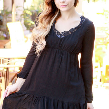SILVER PLATTER DRESS IN BLACK