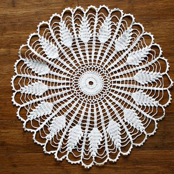 Vintage Crocheted Doily Off White Color Husks Pattern - Table Linens - Retro Cottage Chic / FARMHOUSE Decor - Great Gift - estate sale find