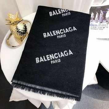 Balenciaga 2018 winter new classic print logo black and white contrast color cashmere shawl scarf