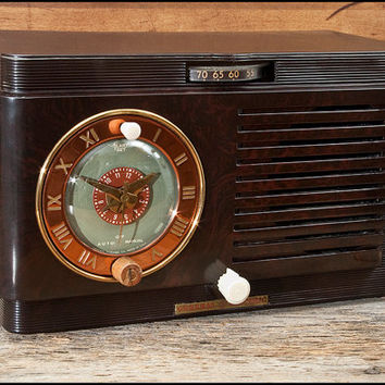 Vintage 1940s General Electric Model 60 Clock Radio Alarm Clock