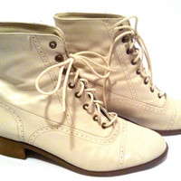 Vintage Ankle Boots Nine West Bone Leather Laceup by GypsyCloth