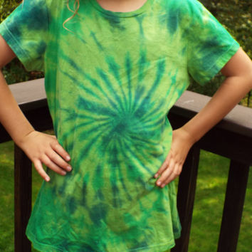 Womens Large Tie Dye Swirl, Ladies Green Tie Dye Shirt, Green Tshirt, Ladies Tshirt, Womens Tiedye, Hippie Clothes, Womens Retro, Green Tee
