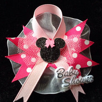 Minnie Mouse baby shower guest pins. (12 pins)