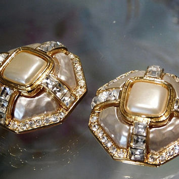 Crystal Rhinestone Faux Pearl Clip On Earrings Baroque Vintage Earrings Unsigned Beauties 1970s 1980s Couture Runway Glamorous Huge Button