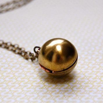 The Orb Locket Necklace  VINTAGE by verabel on Etsy