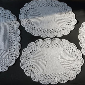 Vintage Dresser Set of 4 Vintage Doilies,White Dressing Table Set,Crocheted Doilies,Vintage Vanity Set,Crocheted Linens,Oval Doily,Place Mat