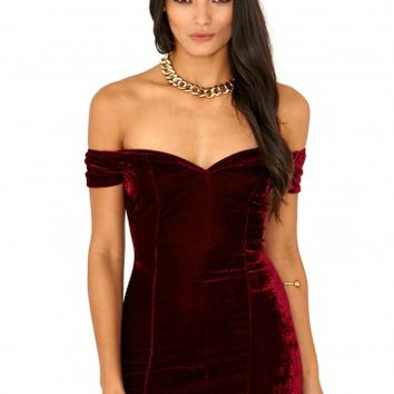 Missguided - Jurnee Velvet Bardot Bodycon Mini Dress In Burgundy