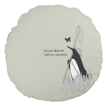 Penguin on Vacation Funny and Chic Round Pillow