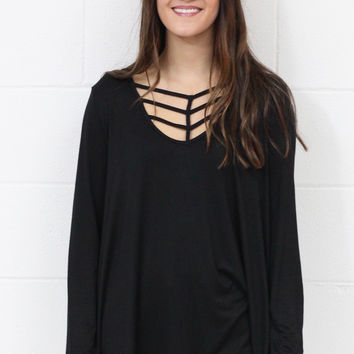 Extraordinary Cage Neckline Basic {Black}