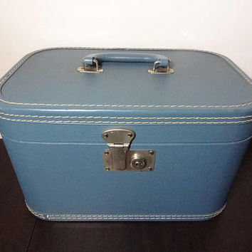 Vintage Blue Hard Back Train Case/Cosmetic Case with Light Blue Interior - Small Luggage - Interior Fabric Needs Cleaning or Replacement