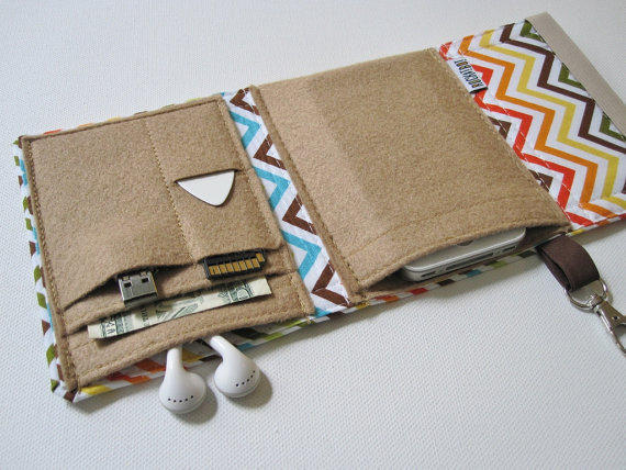 Nerd Herder gadget wallet in Chevron for iPod, Android, iPhone, MP3, digital camera, smartphone, guitar picks