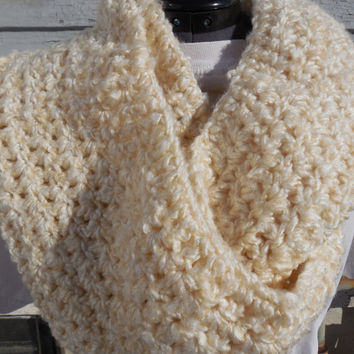 READY TO SHIP, Crochet Loop Scarf, Warm Cream Chunky Scarf, Off White Crochet Infinity Scarf, Fall Winter, Women's Accessory, Cowl