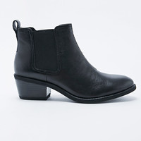 Vagabond Dawn Low Heel Chelsea Boots in Black - Urban Outfitters