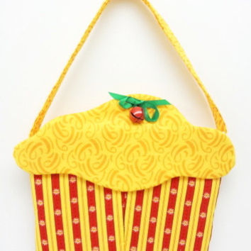 cloth purse, circus, cupcake purse, yellow frosting, fabric, cloth, gift bag, treats, handbag 153