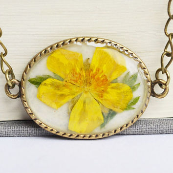 Real Flower Resin Necklace, Buttercup Flower with Leaf Necklace, Plant in Resin Jewelry, Pressed Flower Jewelry