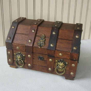 Men's Treasure Chest Vanity Box Men's Jewelry Box Humpback Wooden Chest Red Velvet Interior with Tray Pirate Treasure Chest Trinket Box