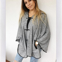 WINDY DAYS PONCHO- GREY