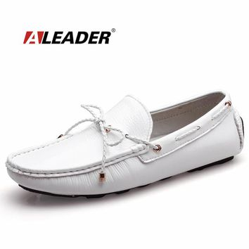 Mens Casual Loafers Shoes New 2017 Autumn Men's Patent Leather Driving Shoes Mocassin Classic Flats Black White Loafers Boat