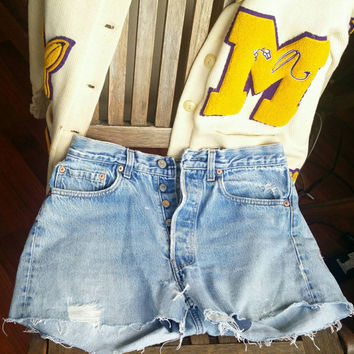 Vintage High waisted Levis shorts | Levi shorts | High waisted shorts | High waisted denim | 90s jean shorts | 90s denim shorts